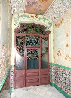 Cases Joan Lladó 1906 Architect: Josep Graner i Prat Art Nouveau Architecture, Interior Architecture, Interior And Exterior, Interior Design, True Homes, Dream Apartment, Aesthetic Room Decor, Gaudi, Cool Rooms