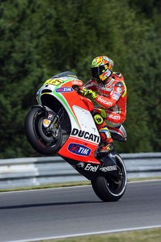 POSITIVE START FOR DUCATI AT BRNO