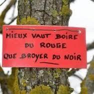 OUF il était juste temps de vous souhaiter une bonne ( BEAUNE ?) année 2016 qui vous verra, je l'espère, vous bonifier tels les bons vins. Donc aujourd'hui suite des vins de Bourgogne avec La Côte de Beaune.La Côte de Beaune s'étend entre deux collines...