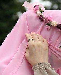 Hijab girl crown flower uploaded by Hanan Harrata Hijab Niqab, Muslim Hijab, Hijab Outfit, Hijabi Girl, Girl Hijab, Beautiful Muslim Women, Beautiful Hijab, Hijab Style, Hijab Chic