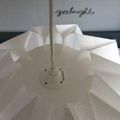 DIY #26 – Une lampe origami | Pierre Papier Ciseaux Origami Lampshade, Paper Lampshade, Suspension Diy Luminaire, Architecture Origami, Origami And Kirigami, Paper Crafts, Diy Crafts, Lamp Shades, Diy For Kids