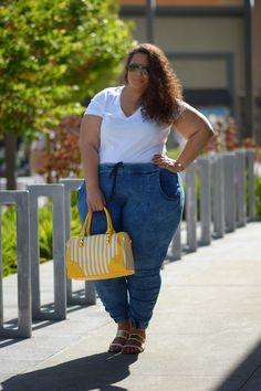 T-Shirt & Jeans Do Exist for Plus Size Girls - Garnerstyle Looks Plus Size, Curvy Plus Size, Plus Size Girls, Plus Size Women, Look T Shirt, T Shirt And Jeans, Plus Size Fashion Blog, Plus Size Fashion For Women, Curvy Girl Outfits