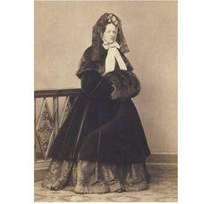 1860's winterwear | PRETTY LADY winter fur coat muff hat CDV PHOTO 1863 fashion
