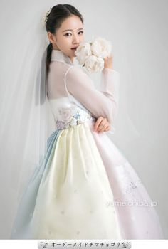 Korean Traditional Dress, Traditional Fashion, Traditional Dresses, Korean Dress, Korean Outfits, Hanbok Wedding, Wedding Gowns, Fluffy Wedding Dress, Modern Hanbok
