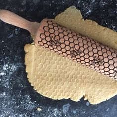 Honey Bees Rolling Pin for Decorating Biscuits Cookies Shortbread Fondant Icing Star Baker Gift for Christmas and Birthday Present Star Baker, Gifts For A Baker, I Love Bees, Fondant Icing, Fondant Toppers, Bee Art, Honeycomb Pattern, Bee Theme, Biscuit Cookies
