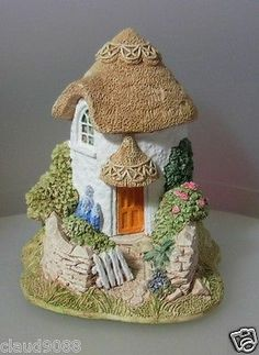 "LILLIPUT LANE ""1995-1996 THIMBLE COTTAGE..I loved the shape of this one"