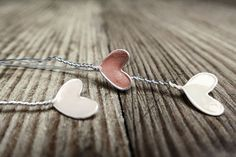 photo: Drahtherzchen mit Nagellack - wire hearts with enamel