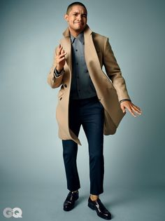 Opt for a camel overcoat and navy dress pants to have all eyes on you. Get a bit experimental with shoes and complement this look with a pair of black leather derby shoes. Navy Dress Pants, Grey Shirt Dress, Black Pants, What To Wear Today, How To Wear, Trevor Noah, Grey Hoodie, Men Looks, American Actors