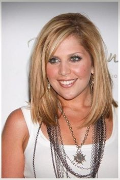 layered long bob with side bangs, love this blonde color!
