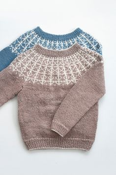 Rimfrost is a warm and fuzzy sweater, perfect for the cold time of the year. Knitted in the most beautiful and soft Alpaka, it makes for a perfect garment for outside play. Hand Knitted Sweaters, Baby Sweaters, Knitting For Kids, Baby Knitting, Baby Sweater Patterns, Icelandic Sweaters, Fair Isle Knitting Patterns, Kids Patterns, Bunt