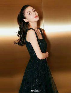 13 500 Direct luxe brand style look streetstyle tshirt Cute Beauty, Beauty Full Girl, Beauty Women, Korean Beauty Girls, Asian Beauty, Beautiful Girl Image, Beautiful Asian Women, Angelababy, Chinese Actress