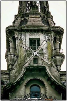 Confitería El Molino ... cuándo la restaurarán ????  Fue un ícono de los edificios de Bs. As. ...