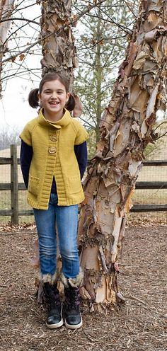 Little Gigi Cardigan sweater knitting pattern for kids by Devin Ventre. Knit with sport weight yarn. Short sleeve cardigan sweater - so cute! Short Sleeve Cardigan, Long Sleeve Tops, Knitting For Kids, Baby Knitting, Sport Weight Yarn, Sweater Knitting Patterns, Smocking, Stitch Fix, Crochet Projects