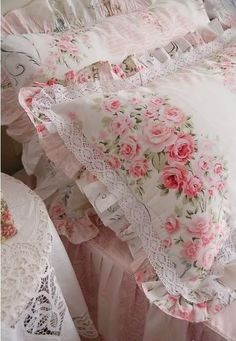 Vintage Shabby Pink! I would love to make pillows like this... pink but with sea shells!
