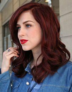 Sophia Abrahão exibe novo visual: do ruivo para o vermelho bem escuro