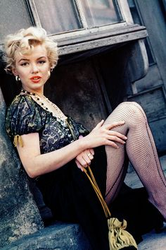 "Marilyn Monroe missmonroes: "" Marilyn Monroe photographed by Milton Greene, 1956 "" Estilo Marilyn Monroe, Marilyn Monroe Old, Marilyn Monroe Portrait, Marilyn Monroe Quotes, Hollywood Stars, Classic Hollywood, Old Hollywood, Fc B, Actrices Hollywood"