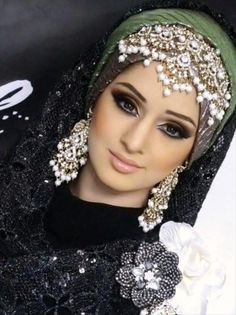 See here the Hijab Headpiece for UK Girls. A headpiece is an object worn on the head for decoration or protection. Hijab Headpiece Designs is a piece of armor Islamic Fashion, Muslim Fashion, Hijab Fashion, Hijabs, Wedding Hijab Styles, Wedding Dresses, Hijab Stile, Stylish Hijab, Hijab Look