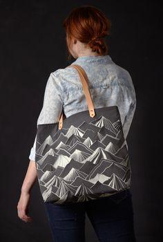 Mountain Tote Bag Grey