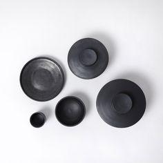 10/960 – augustaugust 10/960 – augustaugust photo@ irina grishina  black pots 10/960 designed by Olga Milczyńska, Magda Mojsiejuk, Tosia Kiliś, Irina Grishina