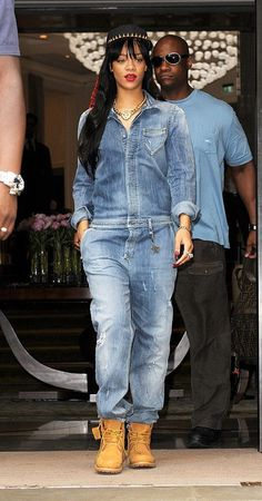 Jump into That Jumpsuit! Rihanna Casual, Rihanna Outfits, Rihanna Style, Jumpsuit Outfit, Denim Jumpsuit, Dungarees, Timberland Outfits Women, Mode Outfits, Casual Outfits