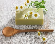 Did home made detergent, next project is soap! How to Make Homemade Soap Using Home Remedies Soap Making Recipes, Soap Recipes, Spa Items, Cupcake Soap, Hot Cold Packs, Diy Shampoo, Lotion Bars, How To Make Homemade, Home Made Soap