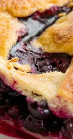 The Perfect Blueberry Pie recipe uses a homemade pie crust and fresh blueberries. You'll love this classic pie recipe! Best Dessert Recipes, Fruit Recipes, Fun Desserts, Baking Recipes, Delicious Desserts, Sweet Recipes, Recipies, Blueberry Pie Recipes, Blueberry Cake