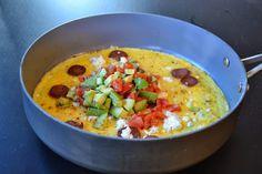 """""""Sund"""": Spicy omelet med jalapeno-chorizo, feta og hjemmelavet tomatsalsa // BRÆNDSTOF"""