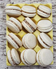 Lessons From Holly Recipe for cookie dough macarons!Recipe for cookie dough macarons! Köstliche Desserts, Delicious Desserts, Dessert Recipes, Yummy Food, Yummy Treats, Sweet Treats, Macaroon Recipes, French Macaroons, Cupcakes