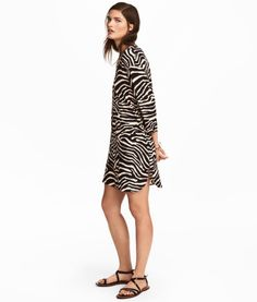 Zebra print. V-neck tunic in woven fabric with a fastener at top, wide, 3/4-length sleeves, slits at sides, and a rounded hem.