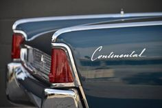 1961 Lincoln Continental 4-DR Convertible: