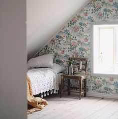 Floral wallpaper in a vintage inspired bedroom in Emma Sundh's idyllic Swedish summer cottage on Gotland Swedish Cottage, Wooden Cottage, Cottage Style, Swedish Bedroom, Swedish Decor, Rustic Cottage, French Cottage, Cozy Cottage, Vintage Inspired Bedroom