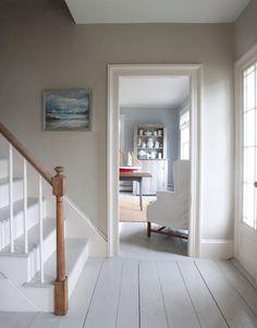 painted wood floors 5 Ways to Love Old Houses - flooring Grey Floorboards, Painted Floorboards, White Painted Wood Floors, Painted Wood Stairs, Painted Hardwood Floors, Wood Walls, Wood Stain, Gray Walls, Bedroom Flooring