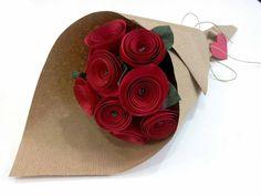 Bouquet de flores vermelhas em papel