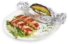 SALMONE ALLA GRIGLIA  Una porzione di Salmone grigliato servito con una bella Patata al Forno o con Verdure Fresche.