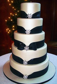 cake-boss-wedding-cakes - Black drape with jewel accents Black And White Wedding Cake, White Wedding Cakes, Beautiful Wedding Cakes, Gorgeous Cakes, Pretty Cakes, Black White, Elegant Wedding, Big Black, Pure White