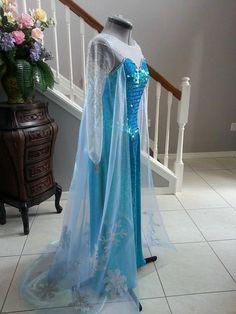 Elsa Frozen Costume by PrestigeCouture on Etsy Amazing Halloween Costumes, Couple Halloween Costumes For Adults, Adult Costumes, Disney Costumes, Couple Costumes, Woman Costumes, Theatre Costumes, Adult Halloween, Disney Halloween