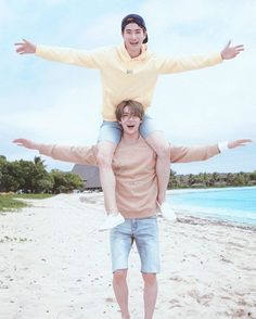 When the Hyun is on the maknae shoulders  Sehun & Suho EXO ❤