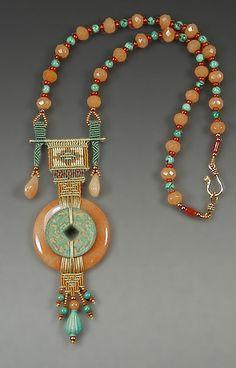 Beautiful bead necklace in an Art Deco style Macrame Necklace, Macrame Jewelry, Ethnic Jewelry, Jewelry Art, Jewelry Necklaces, Jewelry Design, Fashion Jewelry, Beaded Bracelets, Artisan Jewelry