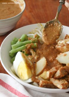 Gado Gado (Indonesian Salad with Peanut Sauce)