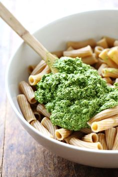 Healthy Baked Pesto Rigatoni to get a free eCookbook with our top 25 recipes.I have this thing called green foodsession and it's not going away.Last month when Bjork wa Rigatoni Al Horno, Baked Rigatoni, Rigatoni Recipes, Pasta Recipes, Cooking Recipes, Healthy Pesto, Healthy Baking, Pesto Pasta, Basil Pesto
