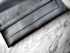 laptop case, leather, minimalistic design Leather Bags Handmade, Laptop Case, Minimalist Design, Wallet, Handmade Purses, Purses, Diy Wallet, Purse, Minimal Design