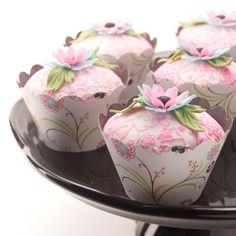 Pretty Floral Cupcakes http://thecupcakedailyblog.com