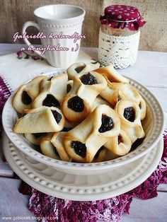 Hungarian Cookies, Sweet Cookies, Hungarian Recipes, Small Cake, Something Sweet, I Love Food, Cookie Recipes, Bakery, Food And Drink