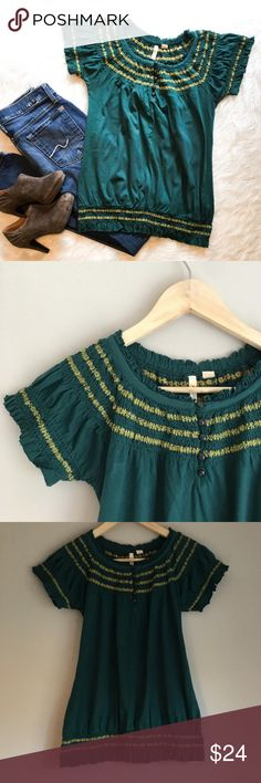 Anthropolgie Little Yellow Button Top Anthropologie brand Little Yellow Button green & yellow top. Size X-Small. EUC. This is so cute & unique.  ❌ No Trades ❌ No off Poshmark transactions ❤️ Bundle and save 📬 Fast shipper ❤️ I love reasonable offers Anthropologie Tops Blouses