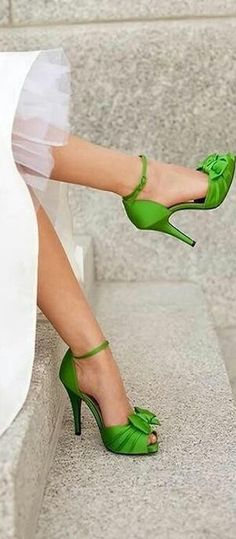 Love the shoes, but not the color. Weddings - Green Satin Peep Toe Wedding Shoes with cute bow Cute Shoes, Me Too Shoes, Awesome Shoes, Fab Shoes, Trendy Shoes, Crazy Shoes, Stiletto Heels, High Heels, Bow Heels