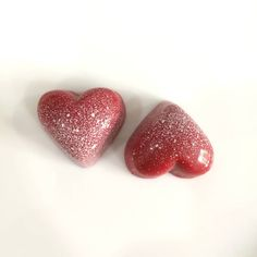 #valentine#chocolate#heart#bonbon#pastry#framboise#specialday Valentine Chocolate, Chocolate Hearts, Fine Dining, Strawberry, Fruit, Desserts, Food, Candy, Tailgate Desserts
