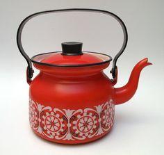 Enamel kettle designed by Kaj Franck for Arabia, c. 1960s  Pattern design by Raija Uosikkinen
