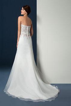 Prachtige A-lijn bruidsjurk van Oreasposa