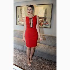 Um 'dress' da cor da PAIXÃO para lembrar você de escolher aquele look PODEROSO para o dia dos namorados! #reginasalomao #BeSensual #AW16 #momentoRS