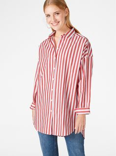 We never get tired of striped shirts. This one has a long and loose fit, perfect to match with a pair of tights or jeans.